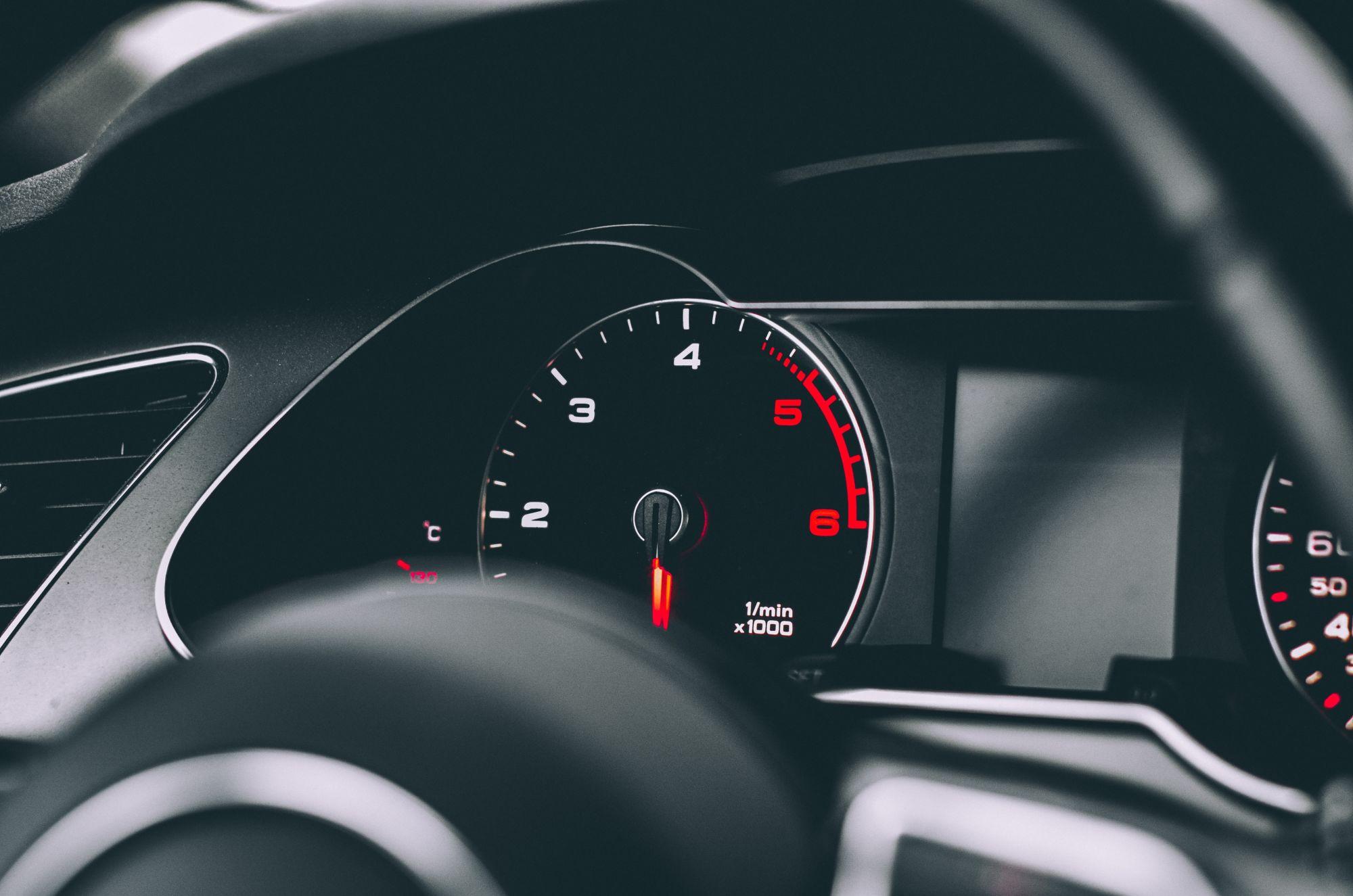 dovoz aut ze zahraničí tachometr
