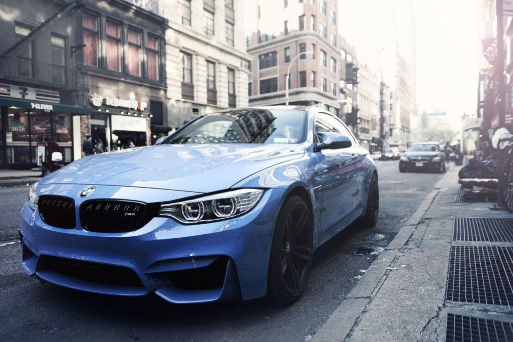 Nové modré BMW
